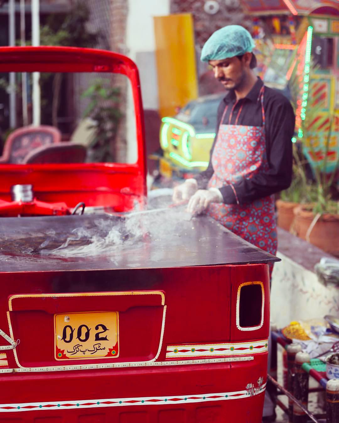Lahore on a Budget Sarrak Pe Karrak